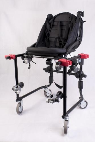 Coche de paseo bebé MOVICLINIC es un dispositivo que permite unir a la silla de ruedas con el coche y pasear con un Bebe junto con la silla andando juntos